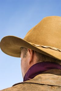 man_wearing_cowboy_hat_www.sababotanical.com