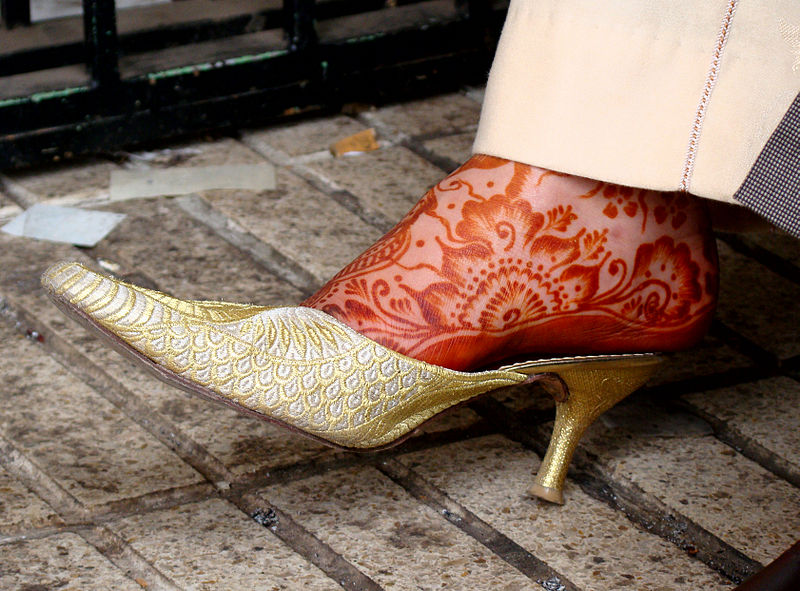 800px-Henna_on_foot_in_Morocco