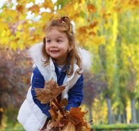 Little-girl-in-autumn.